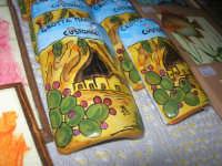 esposizione di oggetti dell'artigianato locale nei pressi del Presepe Vivente di Custonaci nella grotta preistorica di Scurati (grotta Mangiapane) (7) - 26 dicembre 2007   - Custonaci (1868 clic)