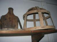 Museo etno-antropologico presso l'Istituto Comprensivo A. Manzoni (17)- 20 dicembre 2007  - Buseto palizzolo (812 clic)