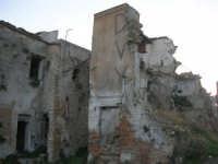 ruderi del paese distrutto dal terremoto del gennaio 1968 - 2 ottobre 2007   - Poggioreale (710 clic)