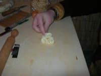 Cene di San Giuseppe - lavorazione dei pani - 15 marzo 2009   - Salemi (2582 clic)