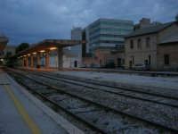 stazione ferroviaria - visita a IL TRENO DELL'ARTE -  Museo per un Giorno - (50) - 13 ottobre 2007  - Trapani (4469 clic)