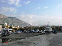 il porto: barche in secca - 25 aprile 2007  - Isola delle femmine (881 clic)