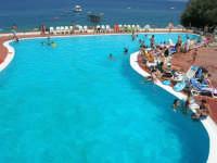 Villaggio Turistico Capo Calavà: la piscina - 23 luglio 2006   - Gioiosa marea (2384 clic)