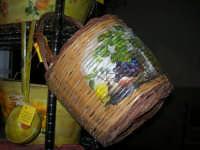 Cous Cous Fest 2007 - Expo Village - itinerario alla scoperta dell'artigianato, del turismo, dell'agroalimentare siciliano e dei Paesi del Mediterraneo - prodotti artigianali realizzati a mano - 28 settembre 2007   - San vito lo capo (739 clic)