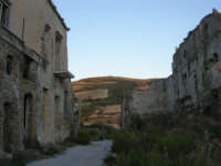 ruderi del paese distrutto dal terremoto del gennaio 1968 - 2 ottobre 2007   - Poggioreale (610 clic)
