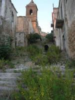 ruderi del paese distrutto dal terremoto del gennaio 1968 - 2 ottobre 2007   - Poggioreale (933 clic)