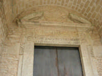 ingresso di una chiesa - 25 aprile 2006  - Erice (1160 clic)