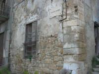 ruderi del paese distrutto dal terremoto del gennaio 1968 - 2 ottobre 2007   - Poggioreale (632 clic)