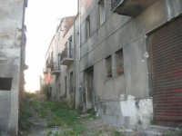ruderi del paese distrutto dal terremoto del gennaio 1968 - 2 ottobre 2007   - Poggioreale (757 clic)