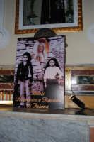 immagine dei Beati Francesco e Giacinta di Fatima all'interno della Chiesa di S. Maria del Gesù - 16 maggio 2008   - Alcamo (1275 clic)