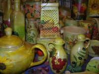 Cous Cous Fest 2007 - Expo Village - itinerario alla scoperta dell'artigianato, del turismo, dell'agroalimentare siciliano e dei Paesi del Mediterraneo - prodotti artigianali realizzati a mano - 28 settembre 2007   - San vito lo capo (890 clic)