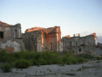 ruderi del paese distrutto dal terremoto del gennaio 1968 - 2 ottobre 2007   - Poggioreale (601 clic)