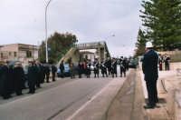 commemorazione dei due Carabinieri (Appuntato Salvatore Falcetta e Carabiniere Carmine Apuzzo) uccisi all'interno della piccola caserma il 27 gennaio 1976 - 25 aprile 2006  - Alcamo marina (4984 clic)