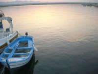 al porto: dopo il tramonto, gli ultimi riflessi di luce sul mare - 12 luglio 2008   - Balestrate (1288 clic)
