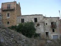 ruderi del paese distrutto dal terremoto del gennaio 1968 - 2 ottobre 2007   - Poggioreale (615 clic)