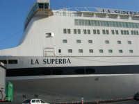 GNV LA SUPERBA ormeggiata al porto - 10 agosto 2006  - Palermo (3150 clic)