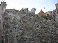 ruderi del paese distrutto dal terremoto del gennaio 1968 - 2 ottobre 2007   - Poggioreale (779 clic)