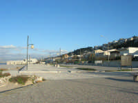 tra La Battigia e la Tonnara: il lungomare, le case - 4 febbraio 2007  - Alcamo marina (1936 clic)