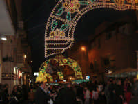Festa in onore di San Giuseppe Lavoratore - illuminazione in via Monte Bonifato - 1 maggio 2009  - Alcamo (2453 clic)