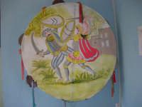 grande tamburello siciliano realizzato dal Laboratorio di Educazione artistica della Scuola Media G. Pascoli nell'a.s. 1998/99 - 10 ottobre 2006   - Castellammare del golfo (1594 clic)