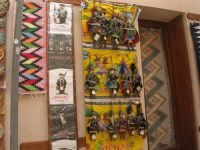tappeti, souvenir, pupi siciliani - 1 maggio 2008   - Erice (2481 clic)