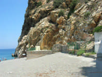 Villaggio Turistico Capo Calavà: la spiaggia nei pressi del night club La Grotta di Enea - 23 luglio 2006   - Gioiosa marea (3117 clic)