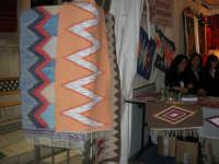 Cous Cous Fest 2007 - Expo Village - itinerario alla scoperta dell'artigianato, del turismo, dell'agroalimentare siciliano e dei Paesi del Mediterraneo - tappeti ericini, da Buseto Palizzolo (TP)- 28 settembre 2007   - San vito lo capo (1132 clic)