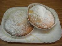 dolce tipico ericino, ripieno di crema, assolutamente da gustare: le genovesi - 25 aprile 2006  - Erice (12625 clic)