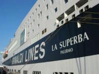 GNV LA SUPERBA ormeggiata al porto - 10 agosto 2006  - Palermo (1795 clic)