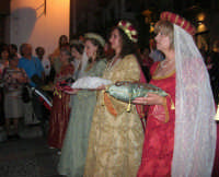 2° Corteo Storico di Santa Rita - Le dame con i segni della Santa - 17 maggio 2008   - Castellammare del golfo (813 clic)