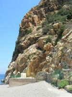 Villaggio Turistico Capo Calavà: la spiaggia nei pressi del night club La Grotta di Enea - 23 luglio 2006    - Gioiosa marea (4050 clic)