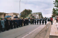 commemorazione dei due Carabinieri (Appuntato Salvatore Falcetta e Carabiniere Carmine Apuzzo) uccisi all'interno della piccola caserma il 27 gennaio 1976 - 25 aprile 2006  - Alcamo marina (3399 clic)