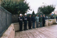 commemorazione dei due Carabinieri (Appuntato Salvatore Falcetta e Carabiniere Carmine Apuzzo) uccisi all'interno della piccola caserma il 27 gennaio 1976 - 25 aprile 2006  - Alcamo marina (3328 clic)