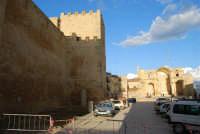 Piazza Alicia - Castello arabo normanno - resti della Chiesa Madre - 11 ottobre 2007  - Salemi (2442 clic)