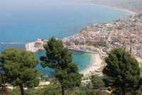 panorama della città dall'Hotel Belvedere - 20 aprile 2008  - Castellammare del golfo (558 clic)