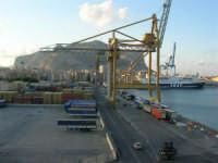 dal porto, vista sulla città e Monte Pellegrino - 10 agosto 2006  - Palermo (1005 clic)