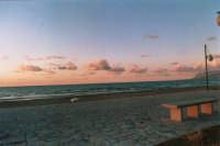 zona Battigia: mare e nuvole - 10 giugno 2005  - Alcamo marina (1279 clic)