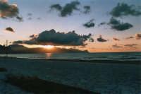 zona Battigia: tramonto - 10 giugno 2005  - Alcamo marina (1313 clic)