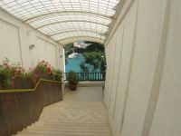 Hotel Belvedere: scalinata con vista sul porto - 20 aprile 2008  - Castellammare del golfo (2699 clic)