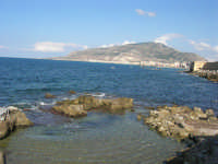 Via delle Sirene: costa lato nord, vista della città e monte Erice  - 28 settembre 2008   - Trapani (780 clic)