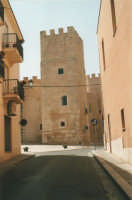 Dalla via Barone di San Giuseppe il Castello dei Conti di Modica - 19 agosto 2001  - Alcamo (1822 clic)