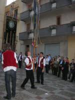 2° Corteo Storico di Santa Rita - Piazza Madonna delle Grazie - esibizione degli Stendardieri di Petralia La Suprana - 17 maggio 2008   - Castellammare del golfo (501 clic)