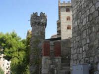 Il Castello di Giuliano, dedicato dal nipote, Giuseppe Sciortino (figlio di Marianna Giuliano - sorella di Salvatore Giuliano -) a Salvatore Giuliano - 5 ottobre 2007   - Montelepre (7788 clic)