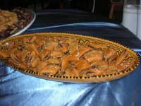 Cous Cous Fest 2007 - Dolci esposti all'interno di un ristorante - 28 settembre 2007   - San vito lo capo (1051 clic)