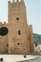 Torre quadrata del Castello dei Conti di Modica - 19 agosto 2001  - Alcamo (1595 clic)
