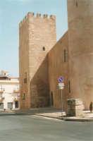 Lato ovest del Castello dei Conti di Modica - 19 agosto 2001  - Alcamo (1477 clic)