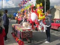 aspettando la Processione della Via Crucis - bancarella - 5 aprile 2009   - Buseto palizzolo (2280 clic)