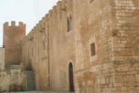 Lato nord del Castello dei Conti di Modica - 19 agosto 2001  - Alcamo (1538 clic)