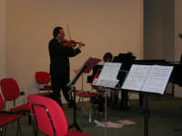 presso il Centro Congressi Marconi, il Concerto del Quintetto Caravaglios (la giovane Claudia Milicia esegue un brano al pianoforte, accompagnata dal maestro Massimiliano Ramo al violino) (27) - 28 dicembre 2007   - Alcamo (984 clic)