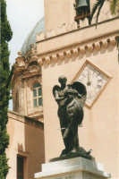 Monumento ai caduti nel giardino della Basilica di S. Maria Assunta - 19 agosto 2001  - Alcamo (1802 clic)